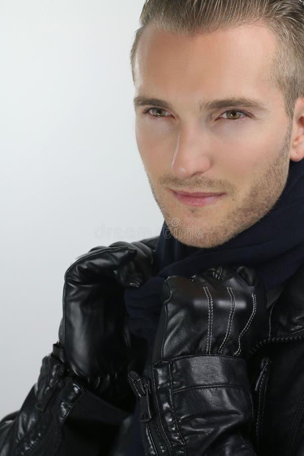 时尚样式英俊的白肤金发的人 免版税图库摄影