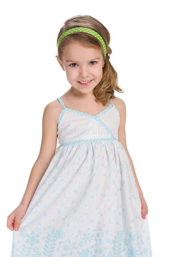 时尚礼服的微笑的小女孩 免版税库存图片