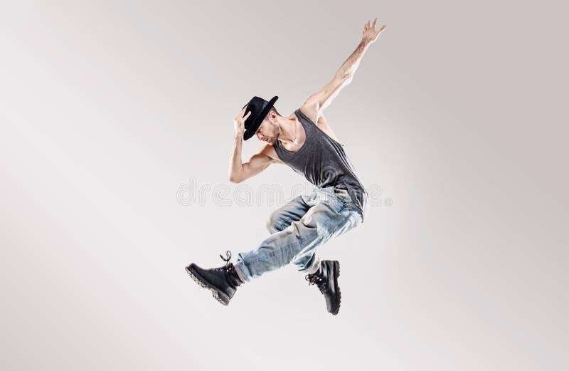 时尚被射击一位年轻Hip Hop舞蹈家 库存图片