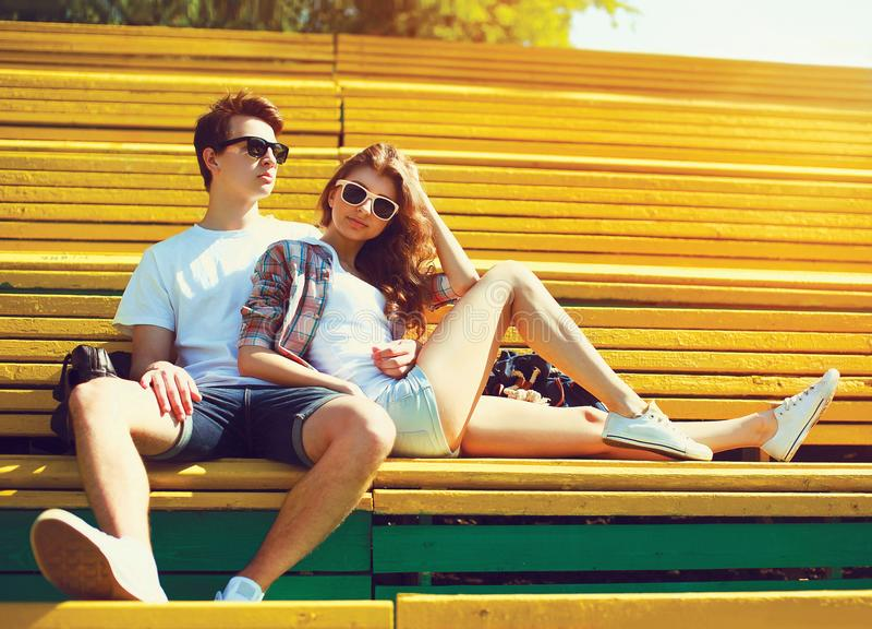 时尚年轻夫妇少年 免版税库存照片