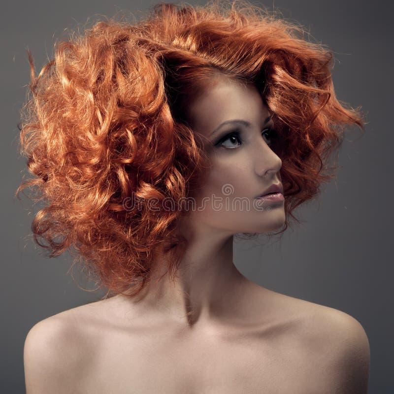时尚画象。美丽的妇女。卷发。 库存照片