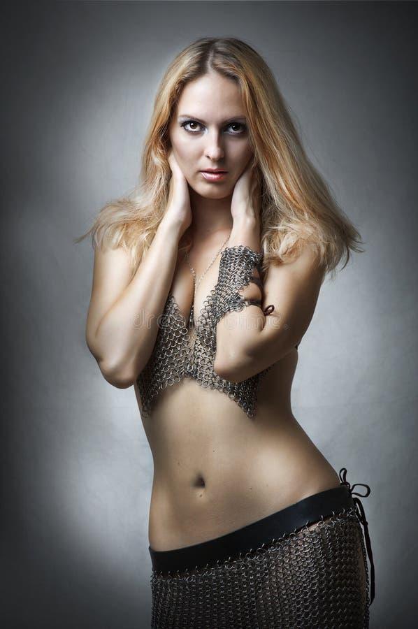 时装模特儿纵向性感的工作室年轻人 图库摄影