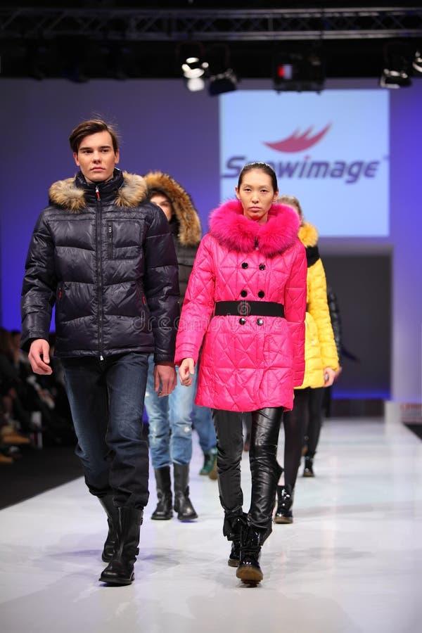 时装模特儿snowimage穿戴 免版税库存照片