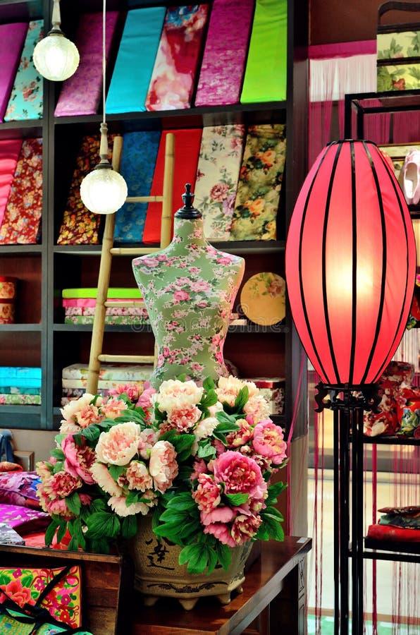 时装模特在中国仓库里 库存照片