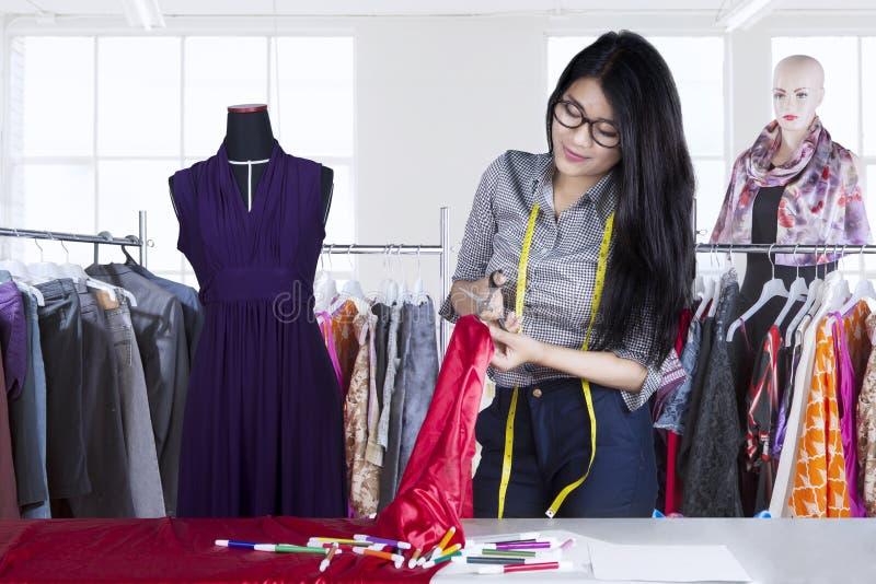时装设计师切口材料织品 图库摄影