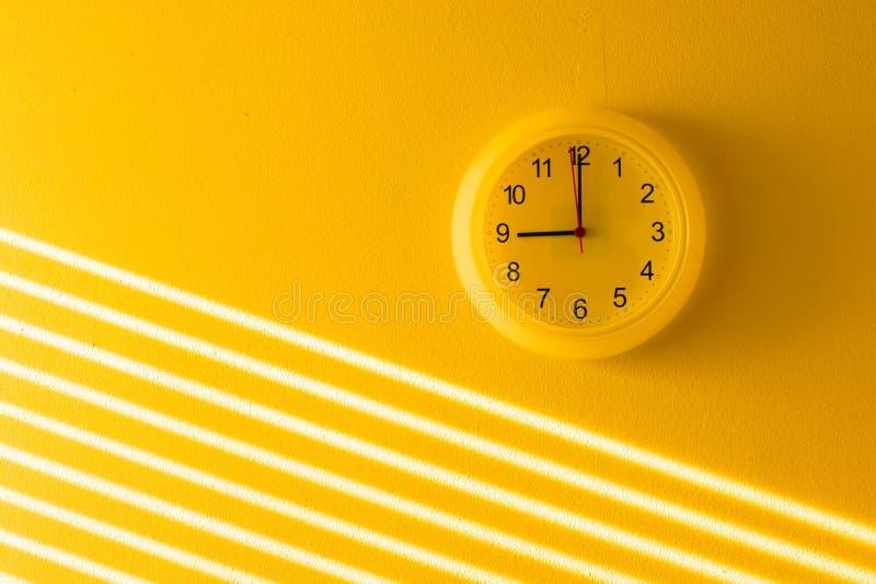 时钟办公室黄色 库存图片