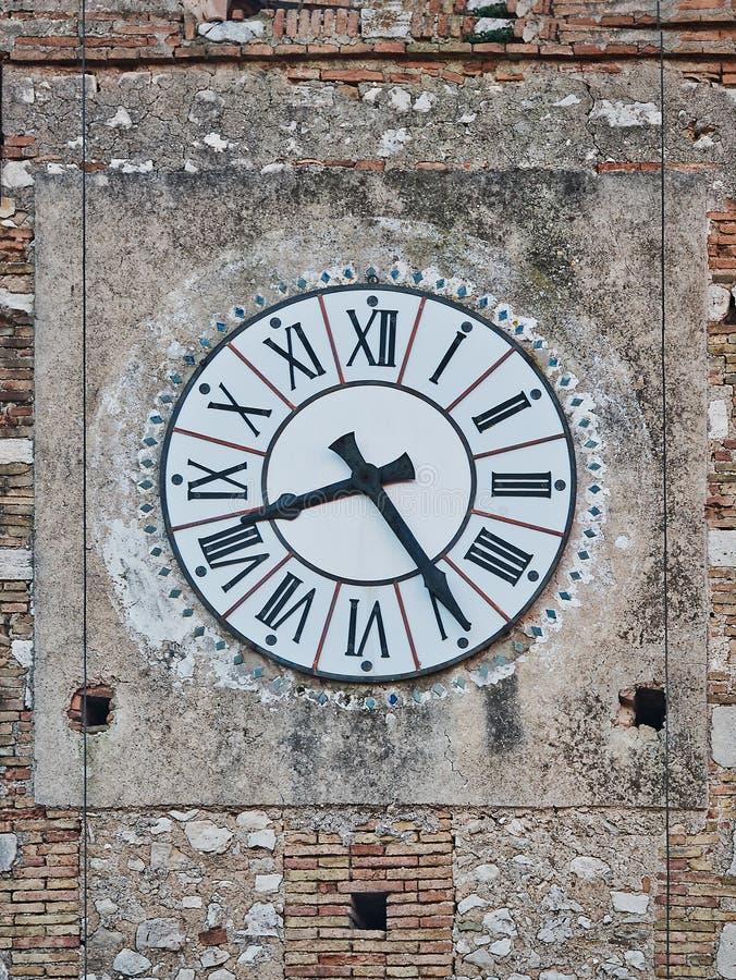 时钟古老葡萄酒罗马编号塔市政厅 图库摄影