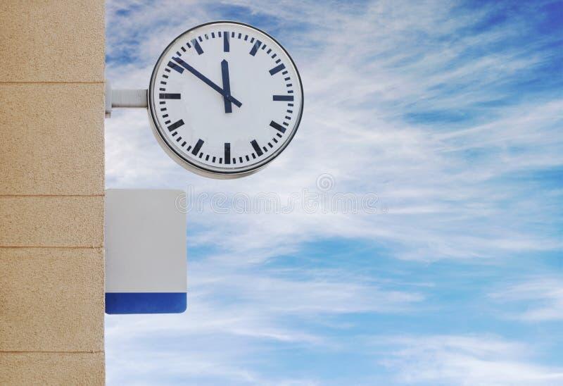 Download 时钟和板材对于信息在火车站 库存照片. 图片 包括有 公共, 牌照, 平台, 地铁, 历史记录, 反气旋 - 59102286