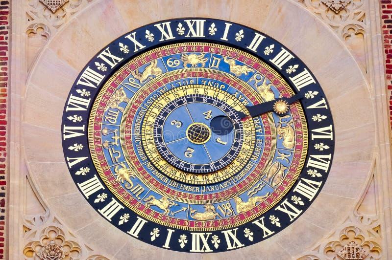 时钟在汉普顿法院宫殿,伦敦,英国 免版税库存图片