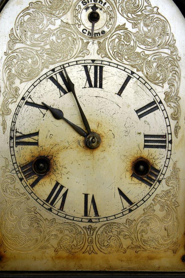 时钟坏老 库存照片