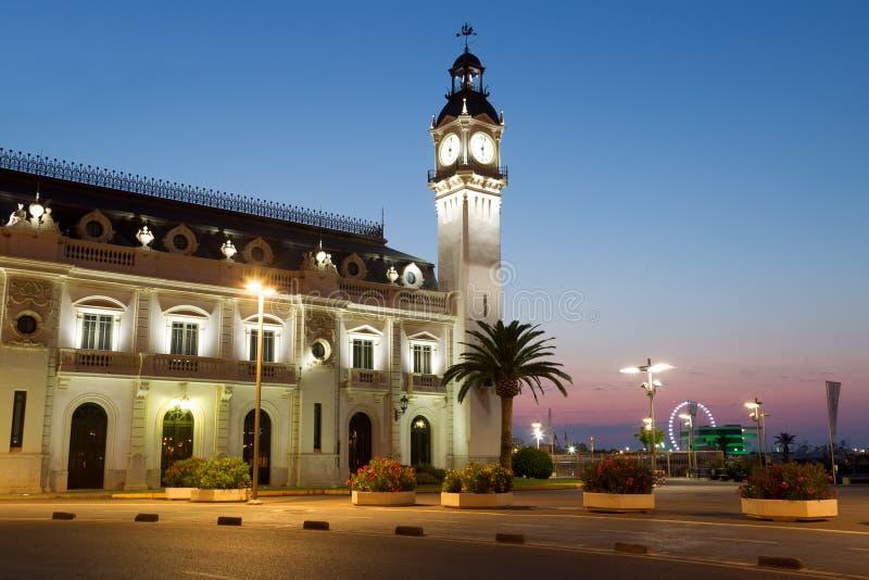 时钟大厦在小游艇船坞真正的胡安・卡洛斯一世在巴伦西亚 库存图片