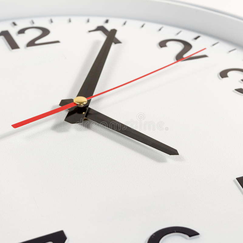 时钟或时间抽象背景 有红色和blac的白色时钟 免版税库存图片