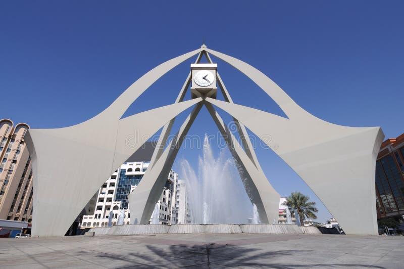 时钟迪拜环形交通枢纽塔 库存图片