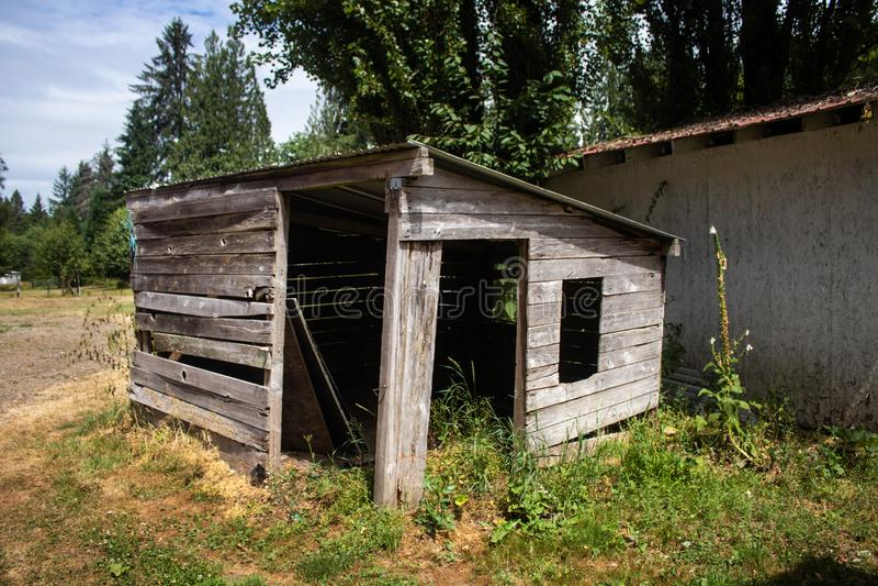 时间之前消耗的木棚子 库存图片