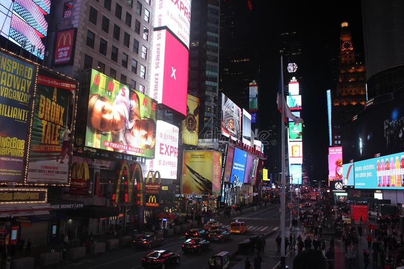 时间正方形在晚上在纽约 库存图片