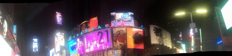 时间正方形纽约在夜之前 免版税库存图片