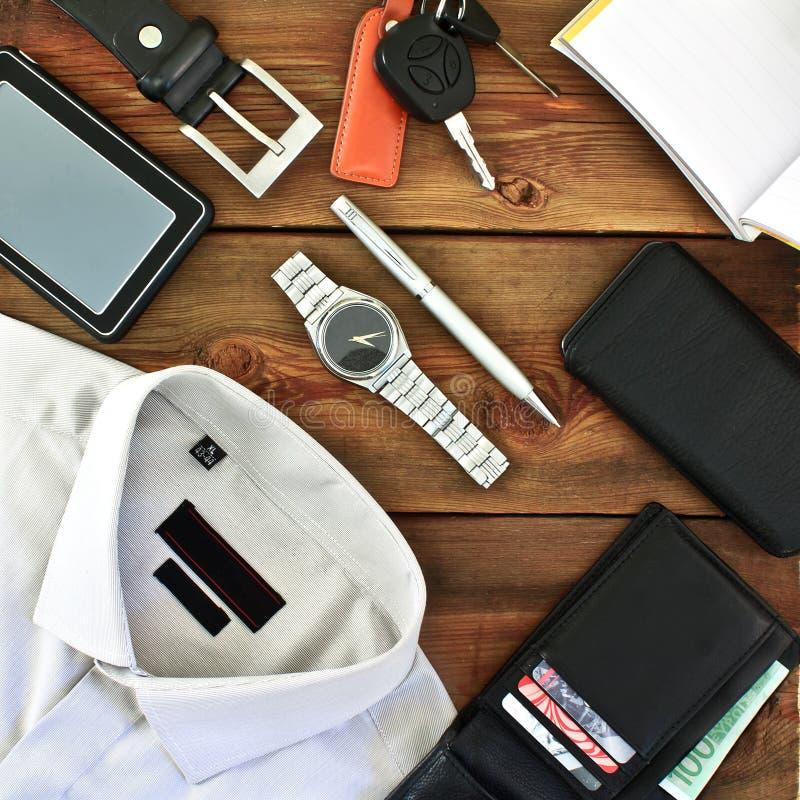时髦人士的衣物和辅助部件 免版税库存照片