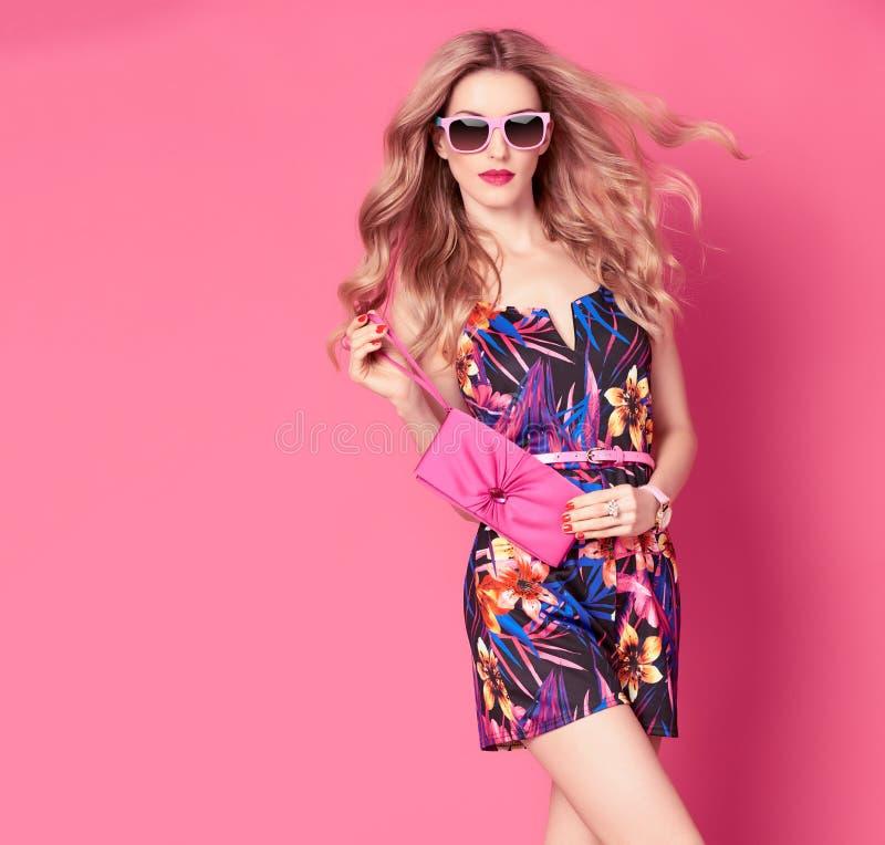 时髦春天夏天花礼服的时尚妇女 库存照片