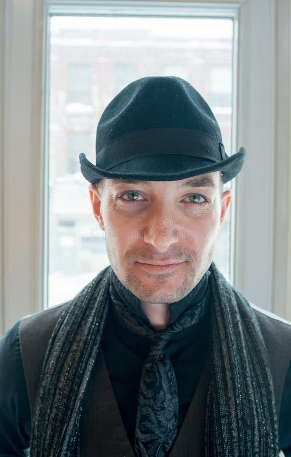 时髦的人佩带的帽子画象  库存照片
