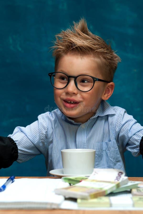时髦的企业孩子有断裂在工作场所 库存照片