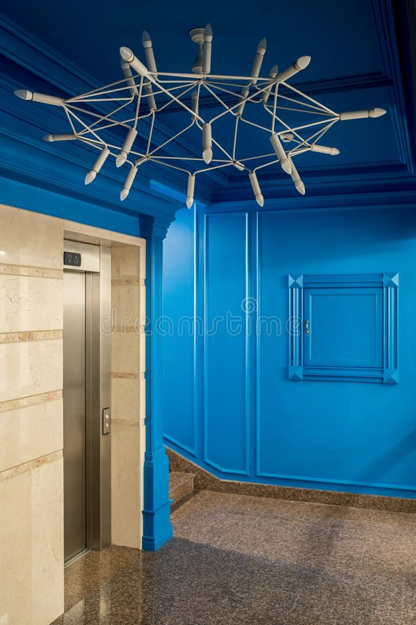 时髦的内部在旅馆里 图库摄影