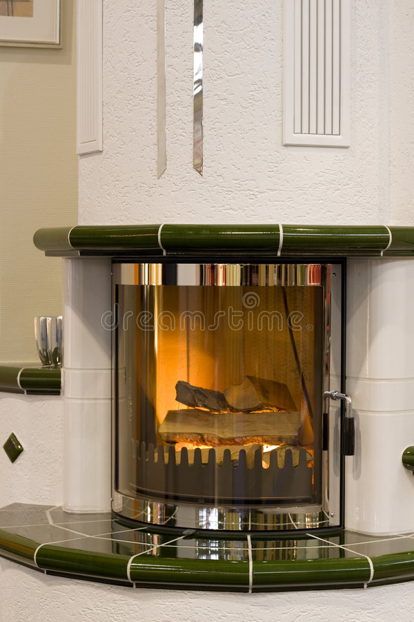 时髦的壁炉 免版税库存照片