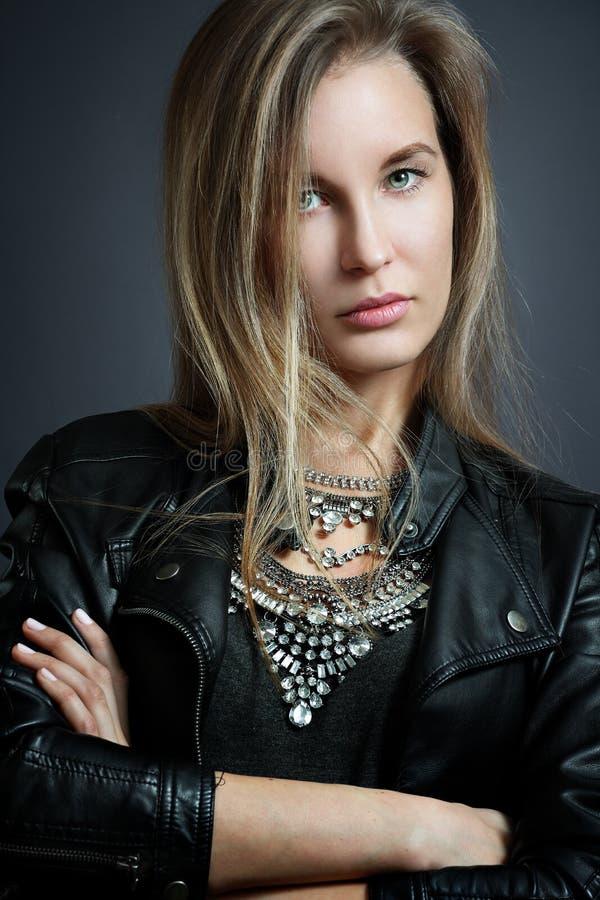 时髦的妇女年轻人 图库摄影