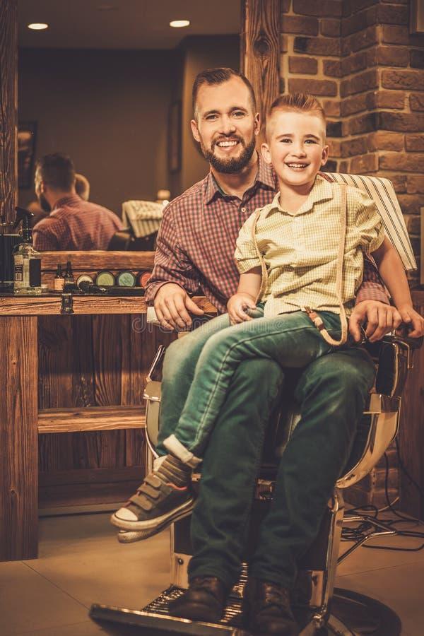 时髦的小男孩和他的父亲 库存图片