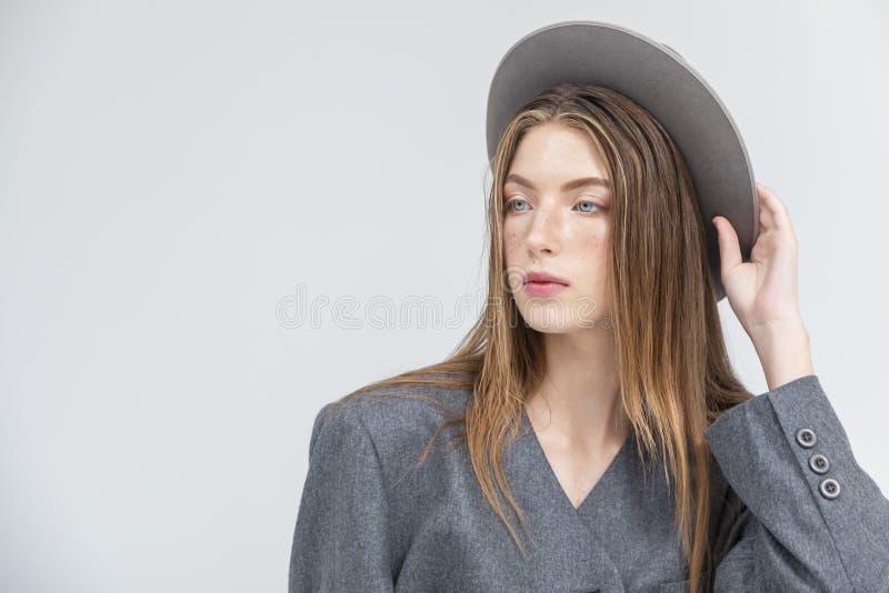时髦的式样调整的灰色帽子 库存图片