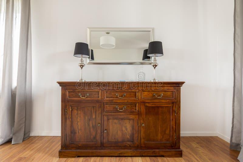 时髦的木洗脸台近景  免版税图库摄影