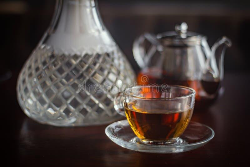 时髦的水烟筒玻璃和茶壶 库存照片