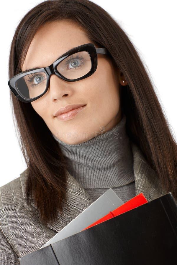 时髦的玻璃的微笑的女实业家 库存图片