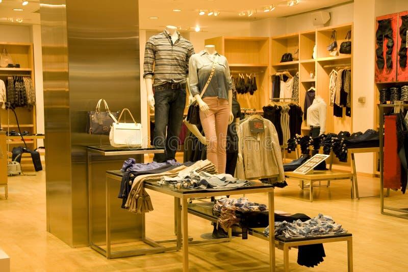 时髦的男人和妇女衣物 免版税图库摄影
