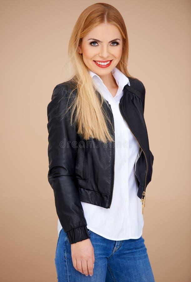 时髦的白肤金发的女孩 库存图片
