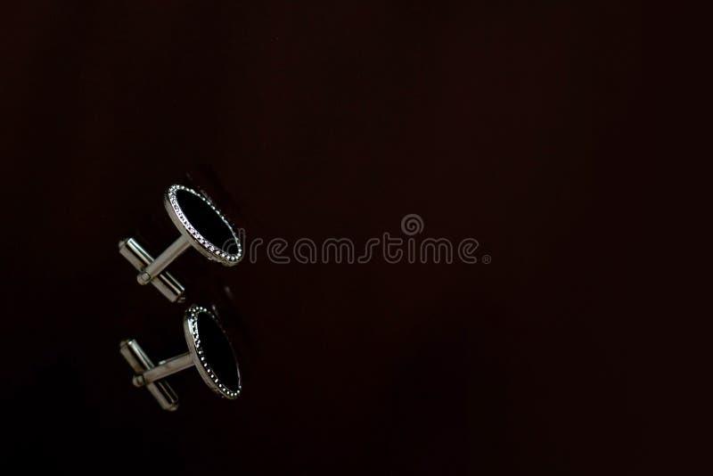 时髦的银色袖口 免版税图库摄影