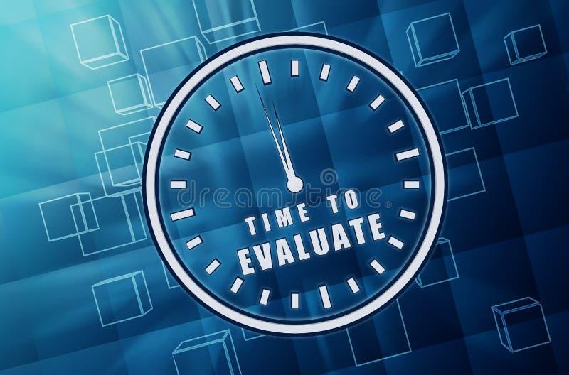 时刻为在蓝色玻璃立方体的时钟标志评估 皇族释放例证