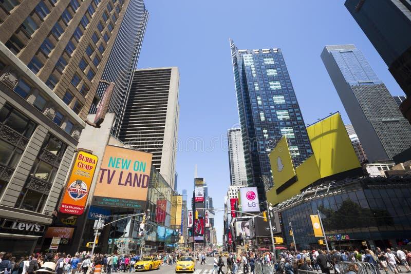 时代广场,以为特色与百老汇剧院和赋予生命的LED标志,纽约,美国 库存照片