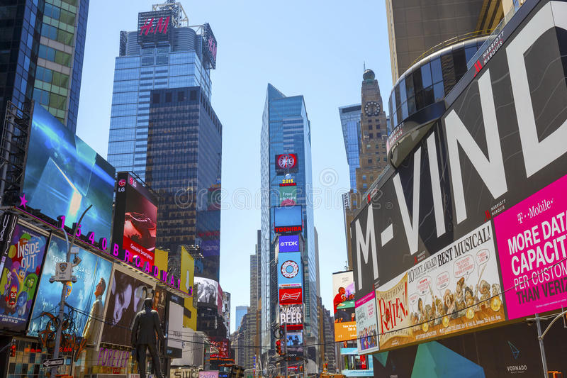 时代广场,以为特色与百老汇剧院和赋予生命的LED标志,纽约,美国 图库摄影