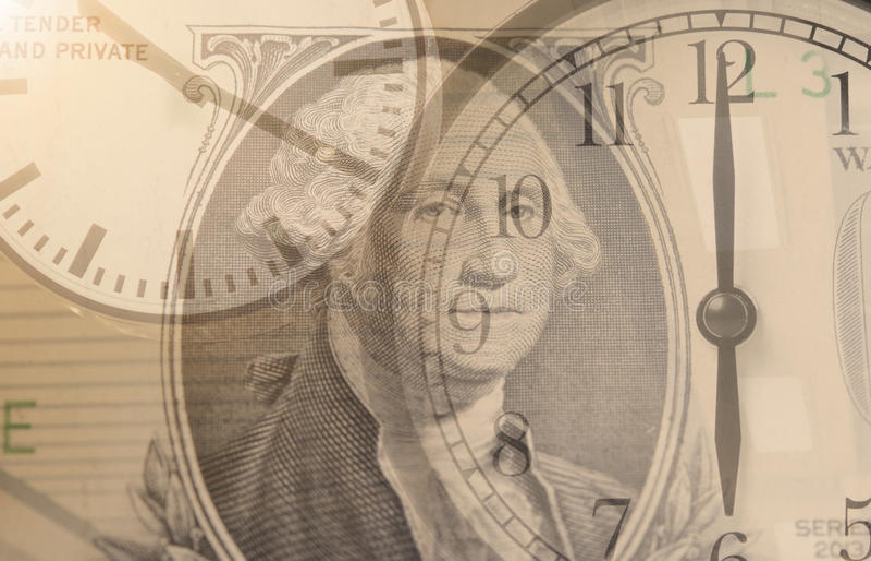 时间是货币 两次曝光闹钟和美元金钱 库存照片
