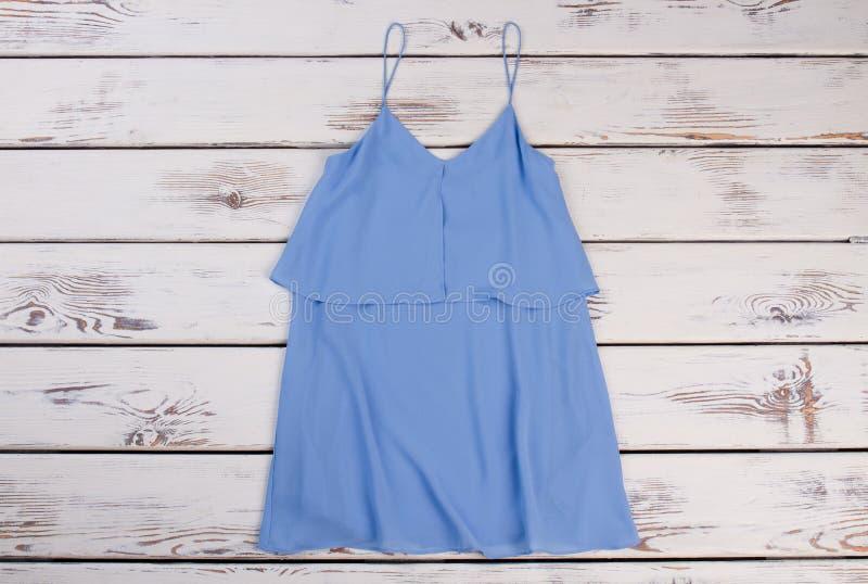 时兴的夏天浅兰的女衬衫 图库摄影