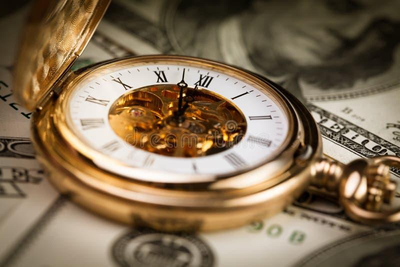 Download 时间金钱 库存照片. 图片 包括有 远期, 特写镜头, 商业, 符号, 时钟, 横幅提供资金的, 黑暗, 矿穴 - 30326954