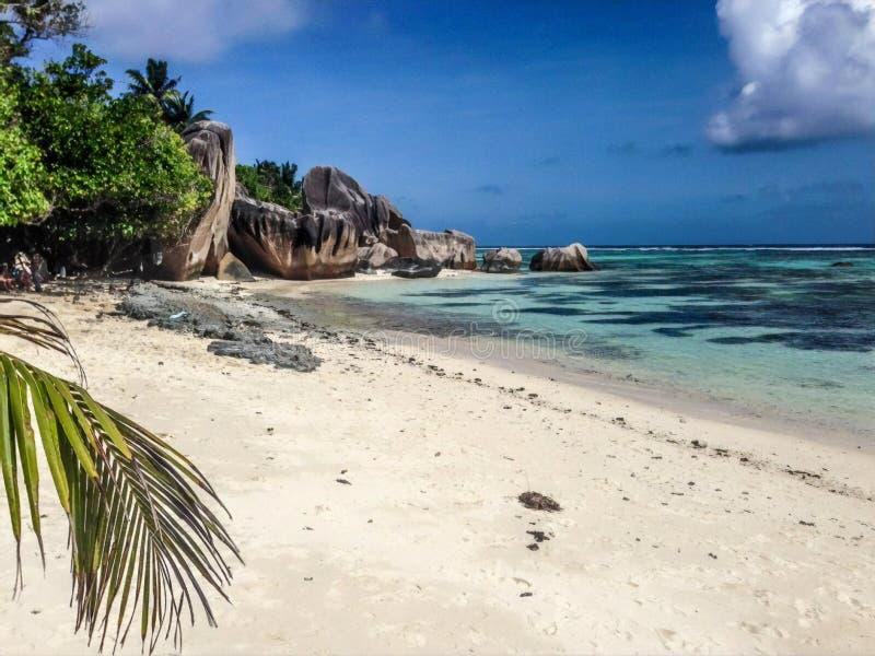 昂斯市来源D'银海滩,拉迪格岛海岛,塞舌尔 免版税库存照片