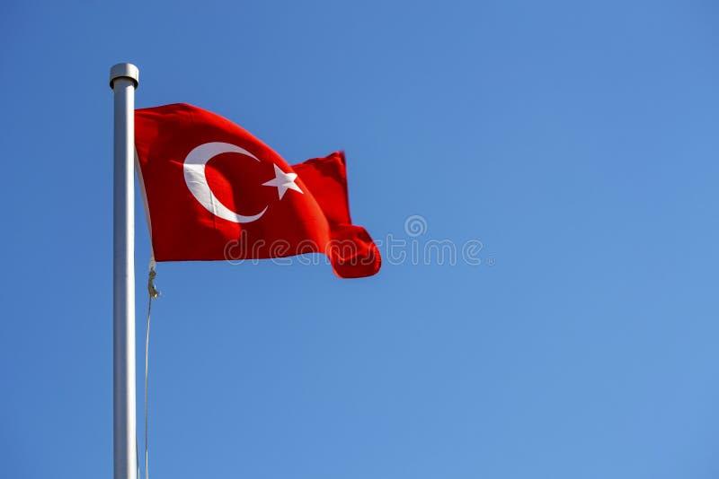 明亮土耳其沙文主义情绪在风 免版税库存图片