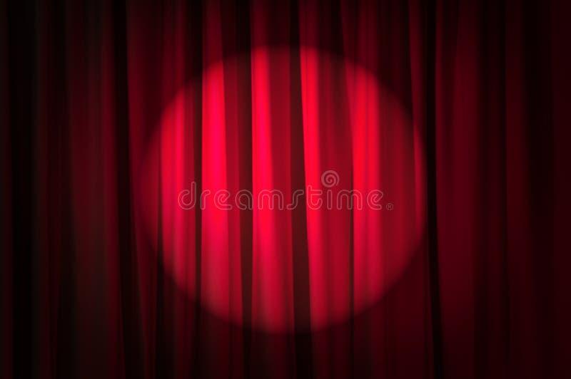 明亮地被点燃的窗帘-剧院概念 免版税库存照片