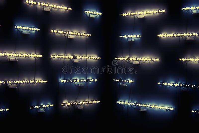 明亮抽象背景的闪亮指示 免版税库存照片