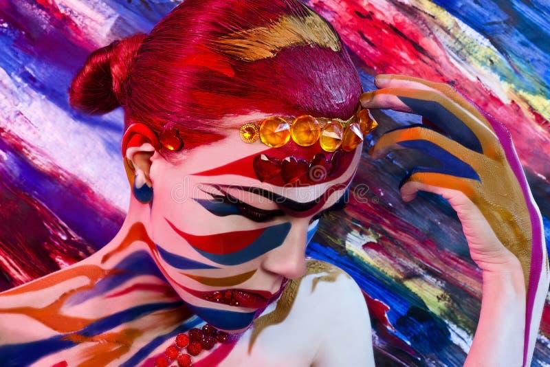 明亮的五颜六色的画象 一名妇女的画象与 免版税库存照片