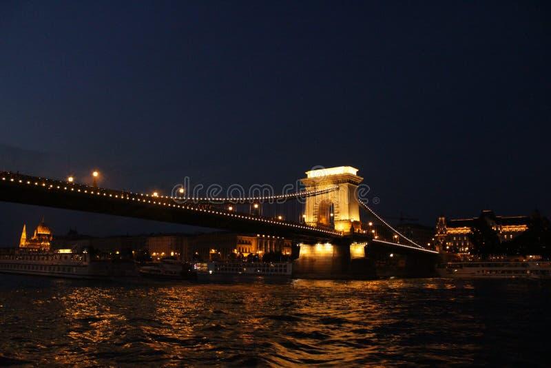 明亮的布达佩斯桥梁 免版税图库摄影
