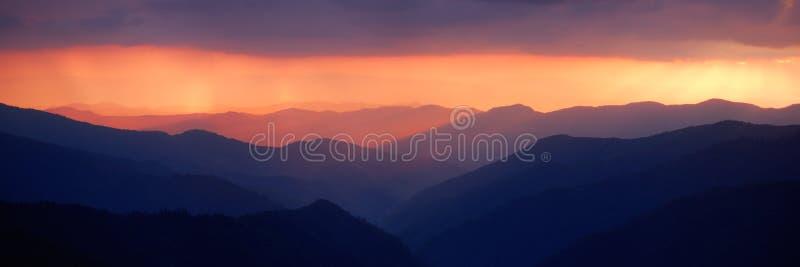 明亮的日落 免版税库存照片