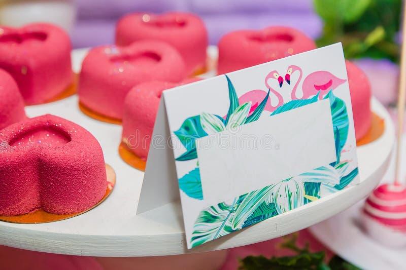 明亮的桃红色心形的soufflé糖果 图库摄影
