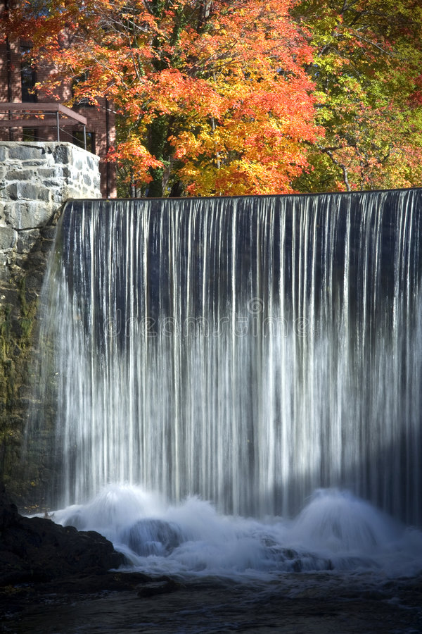 明亮的瀑布 免版税库存图片